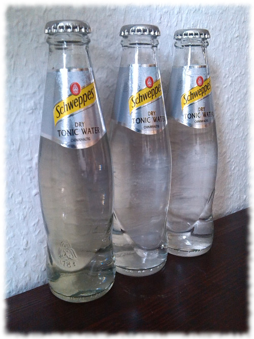 schweppesdrytonicwater-flaschen