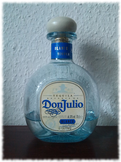 Don Julio Tequila Blanco Flasche