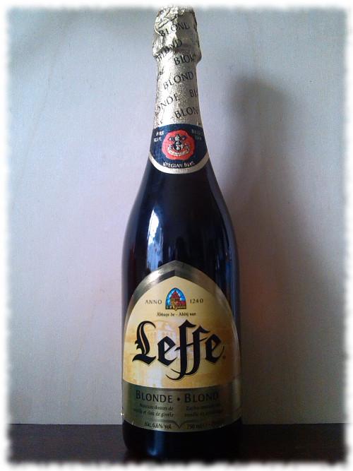 Leffe Blonde Glasflasche