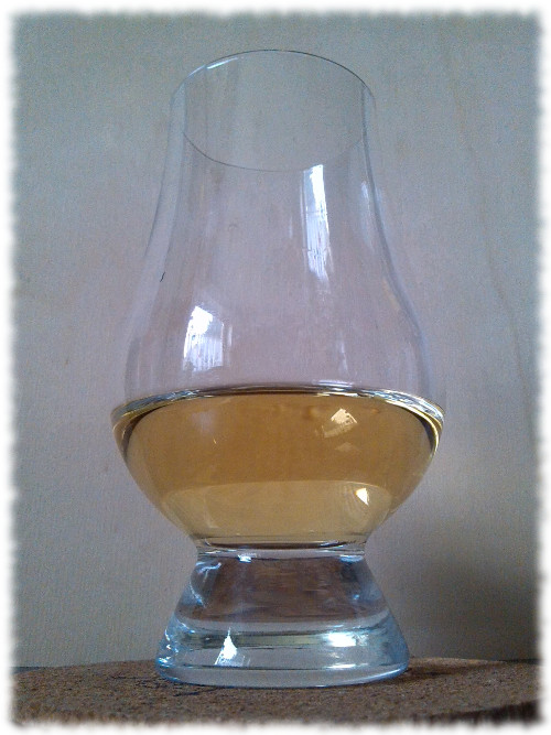 Whiskytruhe Macduff Highland Single Malt Scotch Whisky Glas