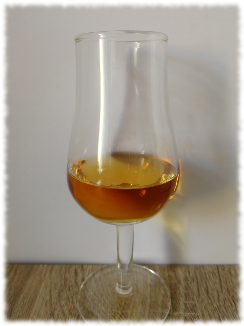 Ron Elmilio Selected Blended Premium Rum Glas