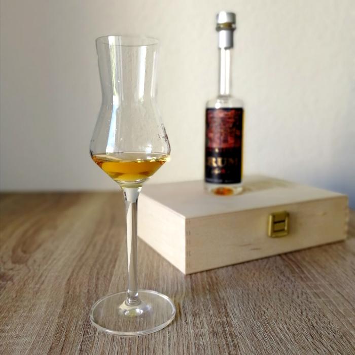 Brennerei Guglhof Art & Spirits Rum Aged 8 Years Glas