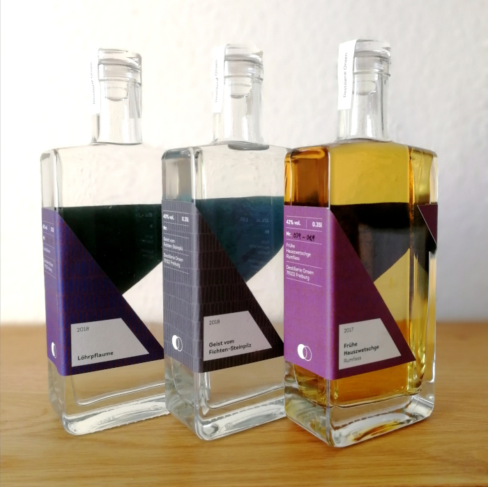 Destillerie Onsen Obstbrände und Geiste Flaschenpräsentation