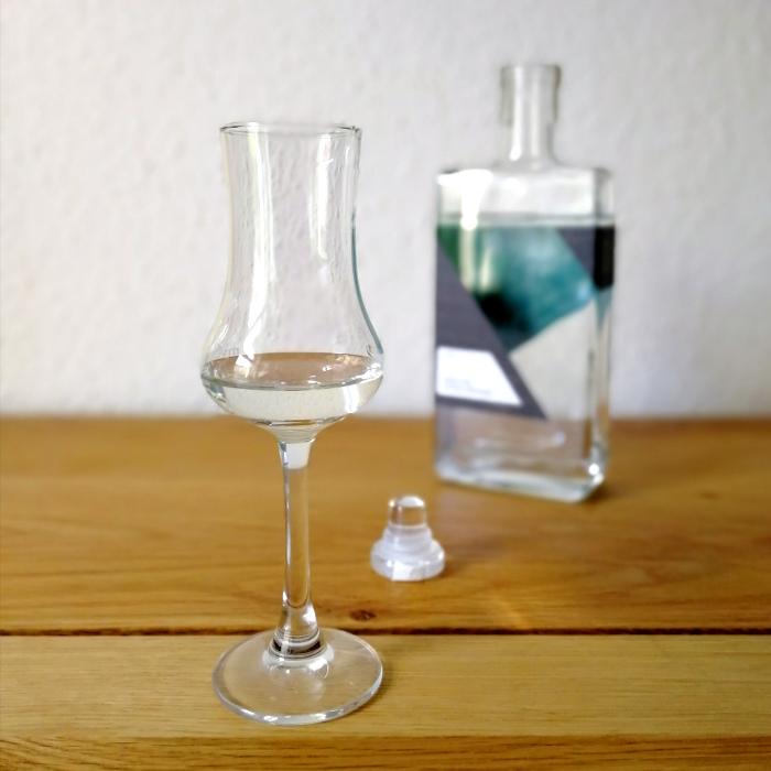 Destillerie Onsen Geist vom Fichten-Steinpilz Glas